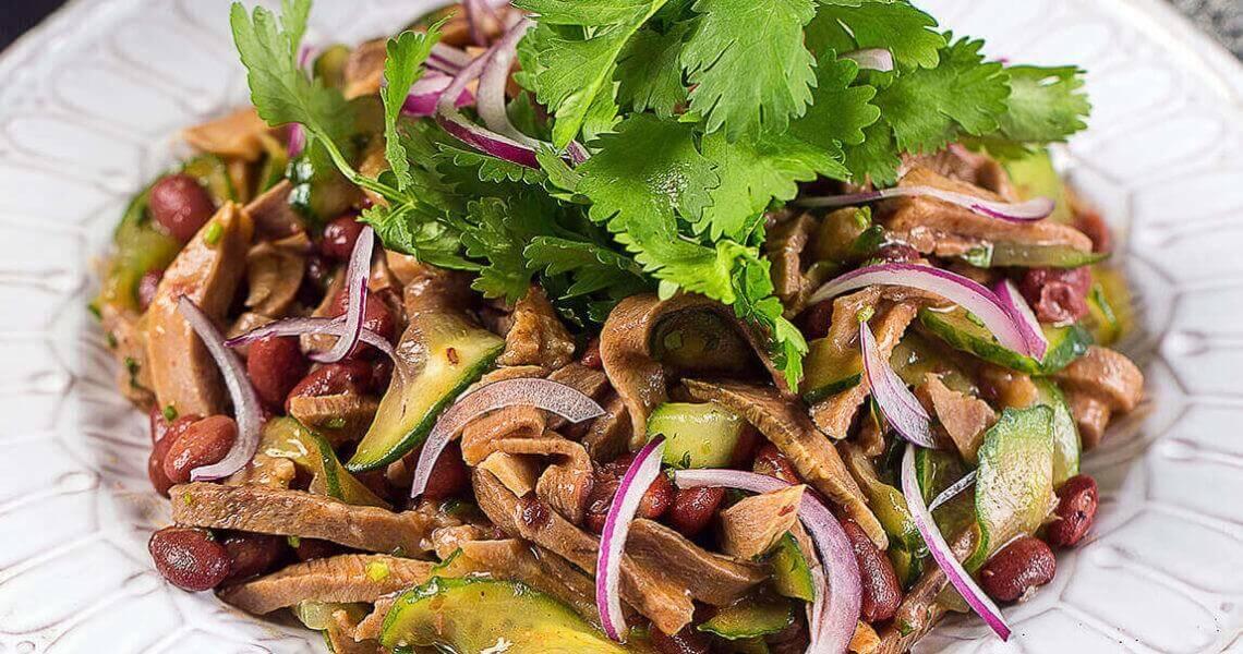 Салат из телячьих ножек и головки