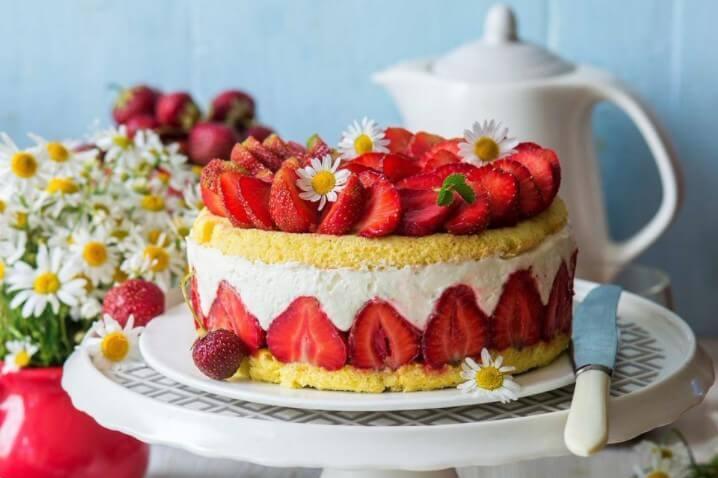 Торт с клубничным пюре
