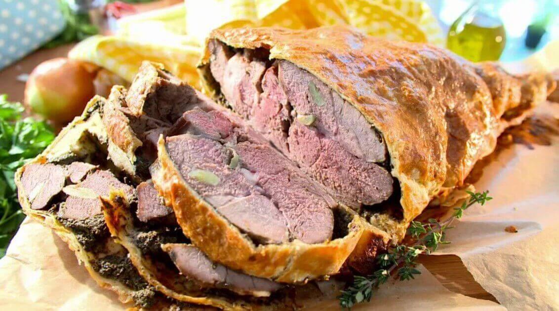 свиной окорок запеченный в тесте из ржаного хлеба