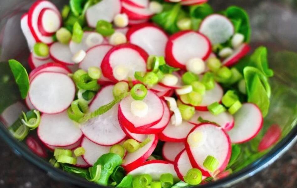 Простой сытный салат на скорую руку